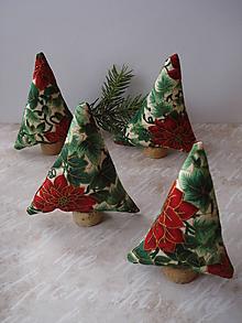 Dekorácie - Tradičné vianoce --3x zeleno-červený stromček - 8863527_