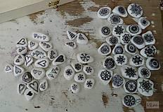 Bieločierne vianočné - Na kameni maľované