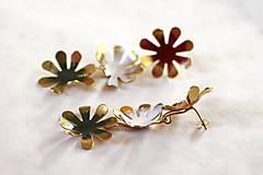 Náušnice - Mosadzné dlhé náušnice s farebnými kvetmi - Slavianka - 8869410_