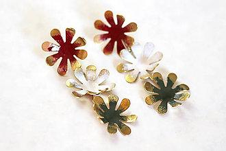 Náušnice - Mosadzné dlhé náušnice s farebnými kvetmi - Slavianka - 8869411_