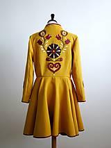 folk kabát s ornamentami - horčicový