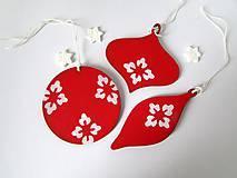 Dekorácie - Červeno biele vianočné ozdoby - 8869317_
