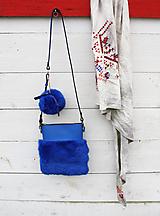 Kabelky - Koženo- kožušinová kabelka CROSSBODY malá- KRÁĽOVSKÁ MODRÁ - 8870874_