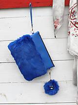 Kabelky - Koženo- kožušinová listová kabelka-KRÁĽOVSKÁ MODRÁ - 8870899_