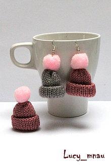 Sady šperkov - Náušničky a brošnička zimná čapica :) - 8871788_