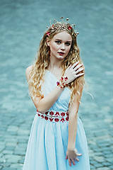 Ozdoby do vlasov - Jedinečná mosadzná čelenka s červenými kvetmi, mesačnými kameňmi a guličkami - Slavianka - 8876171_