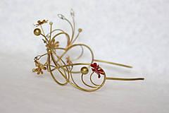 Ozdoby do vlasov - Jedinečná mosadzná čelenka s červenými kvetmi, mesačnými kameňmi a guličkami - Slavianka - 8876173_
