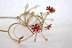 Ozdoby do vlasov - Jedinečná mosadzná čelenka s červenými kvetmi, mesačnými kameňmi a guličkami - Slavianka - 8876174_