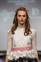 Ozdoby do vlasov - Jedinečná mosadzná čelenka s červenými kvetmi, mesačnými kameňmi a guličkami - Slavianka - 8876179_