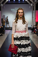 Ozdoby do vlasov - Jedinečná mosadzná čelenka s červenými kvetmi, mesačnými kameňmi a guličkami - Slavianka - 8876180_