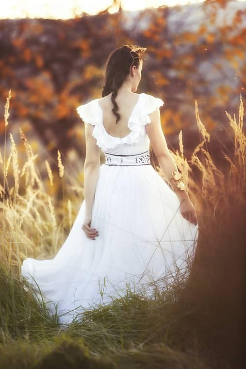 Biele plisované šaty Slavianka