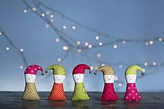 Dekorácie - Vianočný škriatok - 8877521_