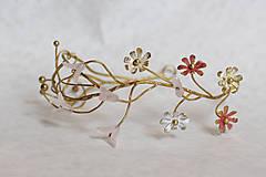 Ozdoby do vlasov - Mosadzný exkluzívny konárikový venček s kvetmi, ruženínmi a guličkami - Slavianka - 8881871_