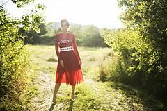 Šaty - Červené midi tylové šaty Slavianka - 8881514_