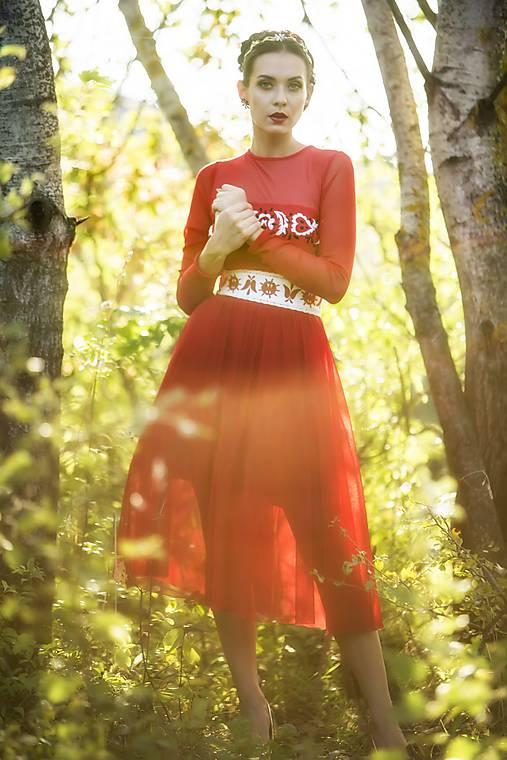 Červené midi tylové šaty Slavianka