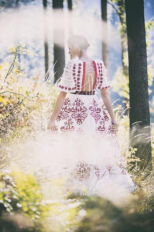 Vyšívané šaty Slavianka