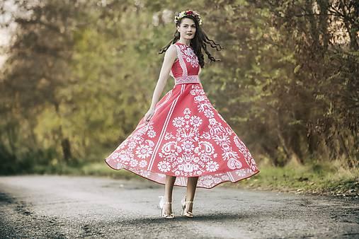 Červené šaty Slavianka