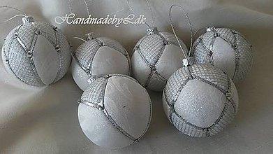 Dekorácie - Vianočné gule - bielo-strieborné - 8887259_