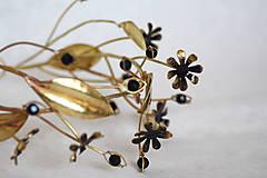 Ozdoby do vlasov - Mosadzný konárikový venček s čiernymi kvetmi a čiernymi achátmi - Slavianka - 8885548_