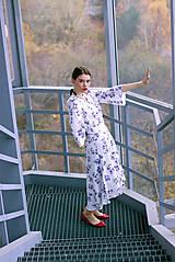 Šaty - Bavlnené kvetované zavinovacie šaty - 8886898_