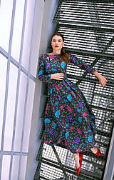 - Bavlnené maxi šaty plné farebných kvetov - 8886977_