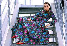 Šaty - Bavlnené maxi šaty plné farebných kvetov - 8886978_