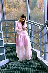 - Hodvábne ružovkasté šaty s bodkami - 8887223_