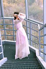 Šaty - Hodvábne ružovkasté šaty s bodkami - 8887224_