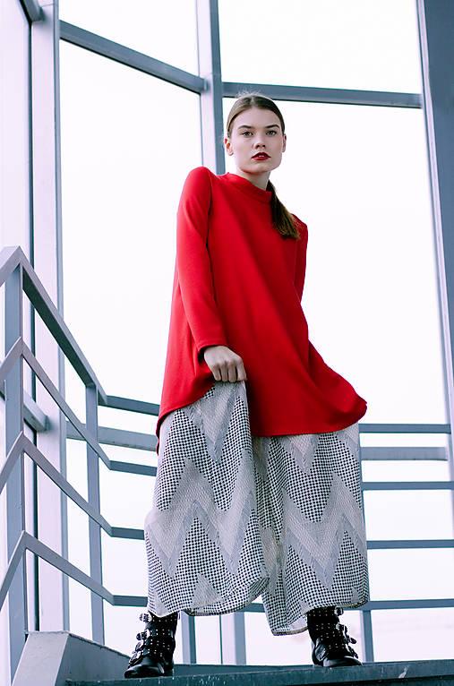 Červené uni šaty
