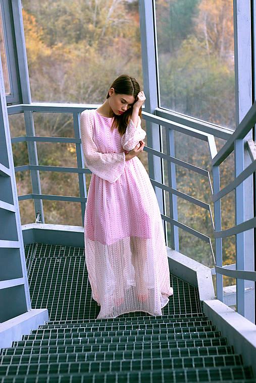 Šaty - Hodvábne ružovkasté šaty s bodkami - 8887223_