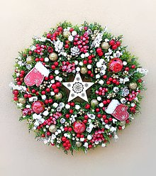 b23368fc2 Dekorácie - Vianočný veniec s rukavičkami - 8889754_