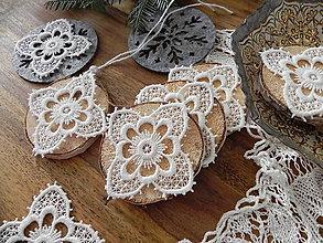 Dekorácie - Vianočné drevené kolieska - dotyk pavučinkového Mrázika:-) - 8893510_