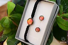 Sady šperkov - Makramé náramok a náušnice s dichroickým sklom - 8893335_