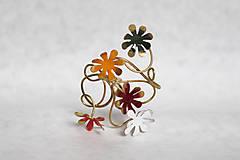 Náramky - Mosadzný pevný náramok s farebnými kvetmi - Slavianka - 8900235_