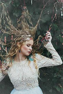 Ozdoby do vlasov - Jedinečná dvojradová čelenka so svetlými a červenými kvetmi, jadeitom a lapisom lazuli - Slavianka - 8897754_