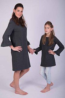 5997c056259a Detské oblečenie - Zľava posledné kusy - Antracitové šaty s volánom pre  malú dámu - 8898687