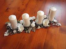 Dekorácie - Kovová adventný svietnik s bielymi hortenziami - 8897996_