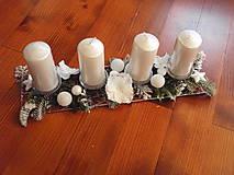 Dekorácie - Kovová adventný svietnik s bielymi hortenziami - 8897997_