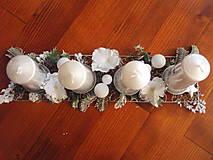 Dekorácie - Kovová adventný svietnik s bielymi hortenziami - 8898000_
