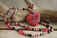 - Náhrdelník z minerálov so srdiečkom pink - 8899307_