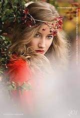 Ozdoby do vlasov - Exkluzívny červený kvietkový venček s prírodnými červenými koralmi - Slavianka - 8902712_