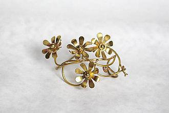 Náramky - Mosadzný pevný náramok so zlatými kvetmi - Slavianka - 8902574_