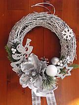 - Vianočný strieborno biely veniec s anjelom 30cm - 8902883_