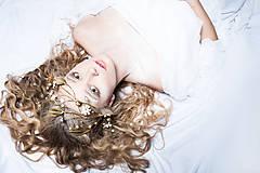 Ozdoby do vlasov - Exkluzívny konárikový biely kvietkový venček s prírodnými bielymi jadeitmi a listami - Slavianka - 8907178_