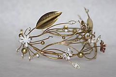 Ozdoby do vlasov - Exkluzívny konárikový biely kvietkový venček s prírodnými bielymi jadeitmi a listami - Slavianka - 8907185_