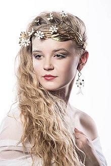 Náušnice - Mosadzné romantické náušnice s bielym kvetom a ruženínom - Slavianka - 8906523_