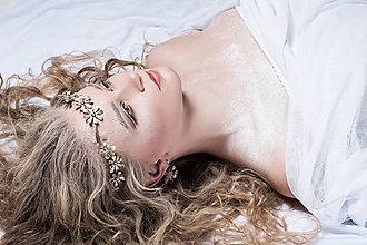 Ozdoby do vlasov - Jednoradová mosadzná čelenka s trblietavými striebornými kvetmi - Slavianka - 8906790_