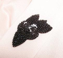 Odznaky/Brošne - Elegantná čierna brošňa s rokajlom a flitrami - 8906837_