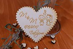 Gravírovaná drevená svadobná magnetka ako darček na redový tanec 103