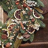 Dekorácie - Voňavý vianočný venček z jedličky - 8914413_